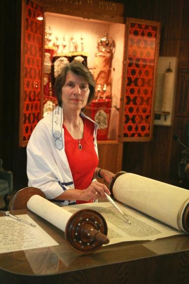 Bonnie Lindauer studying  Torah.