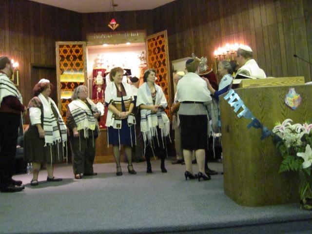 Adult B'nai Mitvah Group on the bimah